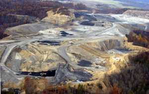 Mountaintop removal in Kentucky. Photo: mountainroadshow.com