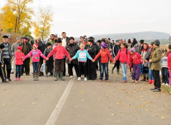 October 16, 2013, Children in Pungesti blocking the access of the heavy machinery that arrived at the fracking site. Photo: Frack Off Romania
